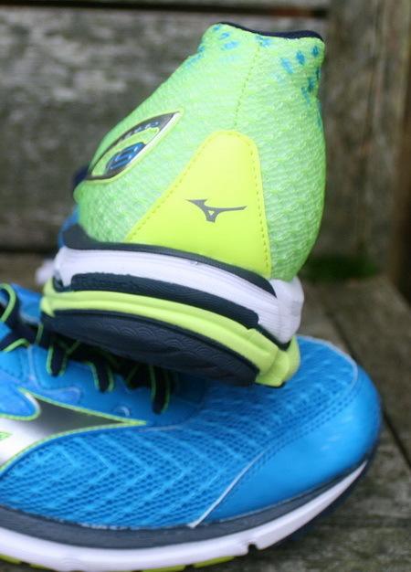 6b4a8ec1e378 Многие любят обувь Mizuno за сочетание легкости, отзывчивости и  амортизации, позволяющей пробегать значительные расстояния на тренировках.  Модель Wave Rider ...